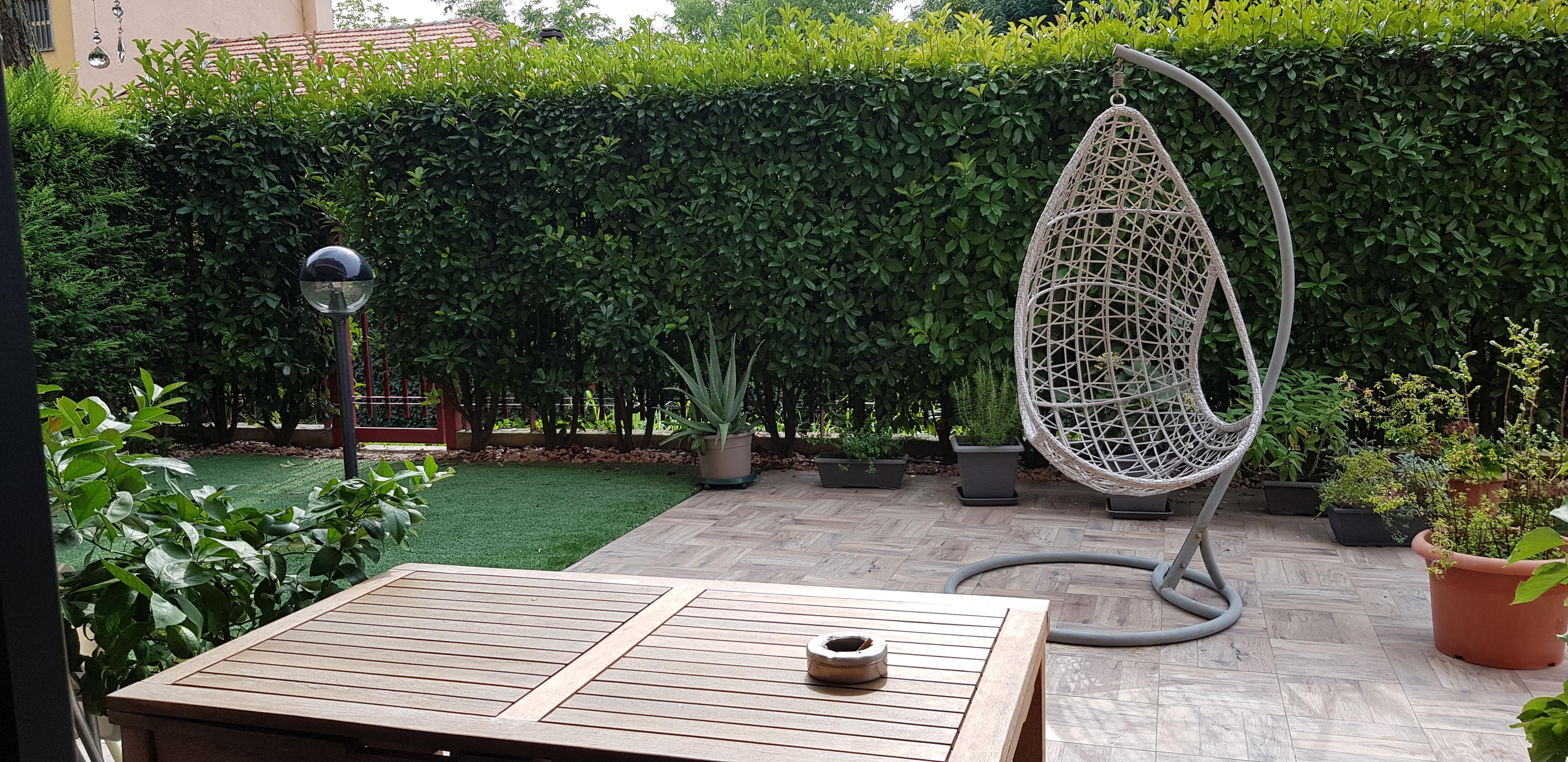 3 locali con giardino privato e box